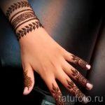 mehendi sur son bracelet de bras - Photo henné tatouage temporaire 1163 tatufoto.ru