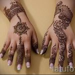 mehendi sur son bras comme un bracelet - une photo de tatouage au henné temporaire 2166 tatufoto.ru