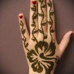 mehendi sur son bras un peu - Photo henné temporaire tatouage 1169 tatufoto.ru