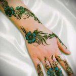 mehendi sur son dessin à la main - photo henné tatouage temporaire 1170 tatufoto.ru
