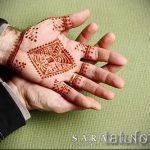 mehendi sur un des hommes de main - une photo de tatouage au henné temporaire 1171 tatufoto.ru