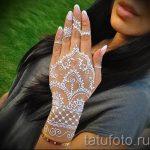 mehendi sur une main blanche avec du henné - une photo de tatouage au henné temporaire 1177 tatufoto.ru