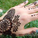 mehendi sur une photo à la main pour les filles - une photo de tatouage au henné temporaire 1179 tatufoto.ru