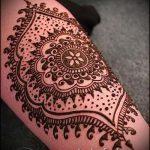 mehendi tatouage sur son bras photo - Photo de tatouage au henné temporaire 1183 tatufoto.ru