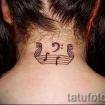 notes tattoo on his neck - a photo of the finished tattoo 02082016 2016 tatufoto.ru