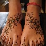 painted with henna on the foot - options for temporary henna tattoo on 05082016 1106 tatufoto.ru