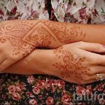 painting mehendi on the hands - Photo temporary henna tattoo 1193 tatufoto.ru