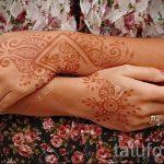 painting mehendi on the hands - Photo temporary henna tattoo 1193 tatufoto.ru