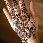 schöne mehendi auf ihrem Arm - eine temporäre Henna-Tattoo Foto 1199 tatufoto.ru
