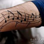 tatouage note sur sa main - une photo du tatouage fini 02082016 1026 tatufoto.ru