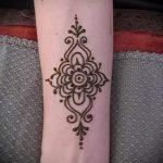 простые тату хной - фото пример готовой татуировки 02092016 3338 tatufoto.ru