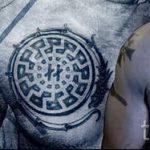 славянская свастика тату - фото готовой татуировки от 02092016 8031 tatufoto.ru