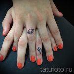 тату космос на запястье - фото готовой татуировки 7140 tatufoto.ru