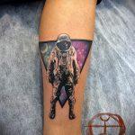 тату космос треугольник - фото готовой татуировки 14202 tatufoto.ru