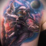 тату космос - фото готовой татуировки 35079 tatufoto.ru