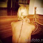 tatu-na-pozvonochnike-risunok-vdol-primer-foto-083-tatufoto-ru