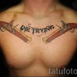 тату пистолеты на груди - фото готовой татуировки 01092016 11180 tatufoto.ru