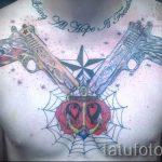 тату пистолеты на груди - фото готовой татуировки 01092016 1170 tatufoto.ru
