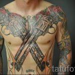 тату пистолеты на груди - фото готовой татуировки 01092016 7176 tatufoto.ru