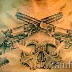 тату пистолеты на груди - фото готовой татуировки 01092016 8177 tatufoto.ru