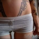 тату пистолеты на животе - фото готовой татуировки 01092016 9195 tatufoto.ru