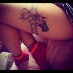 тату пистолет на бедре - фото готовой татуировки 01092016 5094 tatufoto.ru