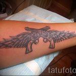 тату пистолет на запястье - фото готовой татуировки 01092016 4100 tatufoto.ru