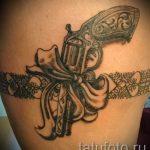 тату пистолет на ноге девушки - фото готовой татуировки 01092016 2115 tatufoto.ru