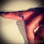 тату пистолет на пальце - фото готовой татуировки 01092016 1120 tatufoto.ru