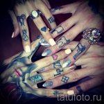 тату пистолет на пальце - фото готовой татуировки 01092016 3122 tatufoto.ru