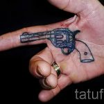 тату пистолет на руке - фото готовой татуировки 01092016 2126 tatufoto.ru