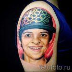 Фото тату портрет - подросток в кепке - цветная татуировка