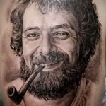 Фото тату портрет мужчины с бородой и курительной трубкой