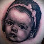 фото тату портрет ребенка - девочка с подвязкой