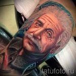 Цветное фото татуировки с портретом альфреда эйнштейна