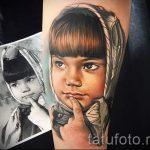 фото тату портрет ребенка - девочка в косынке с пальцем у губ