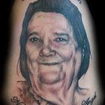 фото тату портрет мамы - взрослая женщина и надписи