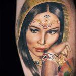 фото тату портрет - темноволосая девушка в дорогом убранстве