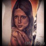 фото тату портрет - девушка со сложенными у подбородка руками