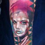 фото тату портрет - лицо девушки в стиле акварель
