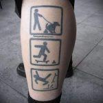 смешная татуировка с падающим с доски скейтбордистом