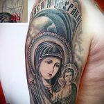 Фото тату иконы- икона с младенцем и девой на плече мужчины