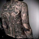 Фото тату иконы - большой крест и распятый Иисус на всю спину мужчины