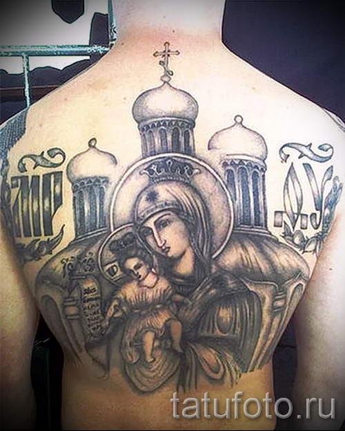 Фото тату иконы - дева с младенцем и церковь с куполами на спине