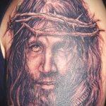фото тату икона - портрет Иисуса с венком на голове