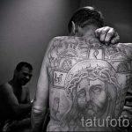 Фото тату иконы распятие и портрет Иисуса - на всю спину - тюремная татуировка