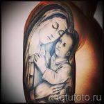 Дева и младенец - тату икона на фото