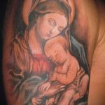 рисунок - женщина с младенцем на руках - фото тату иконы