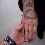 фото тату свастики славянские обереги - фото готовой татуировки от 02092016 11061 tatufoto.ru