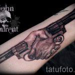 Pistole Tattoo auf ihrem Handgelenk - ein Foto des fertigen Tätowierung 01092016 1010 tatufoto.ru
